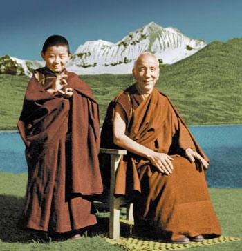 Sogyal de niño con su maestro Jamyang Khyentse Chökyi Lodrö.