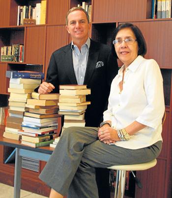Ricardo Baquerizo, presidente de Expoplaza, y Cecilia Ansaldo, crítica literaria