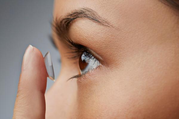 517870807b41e El desaseo y el abuso del tiempo recomendado para el uso del lente son las  principales causas de las molestias e infecciones en quienes los utilizan.