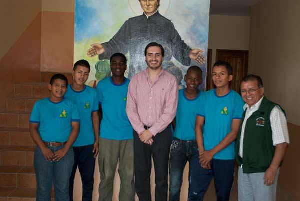 Los niños pertenecen a la Escuela de Fútbol del Padre Antonio Amador.