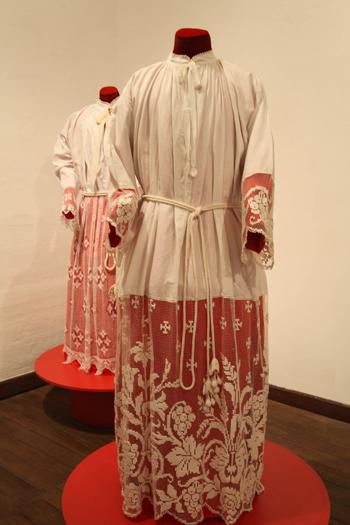 Vestimentas exhibidas en el museo del Carmen Bajo.