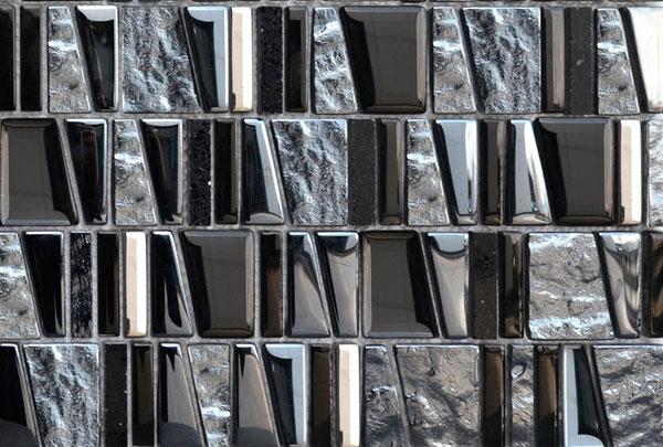 Decoracion Baños Graiman: Graiman, en el cual se mezclan piedras negro-azuladas y cristal plomo