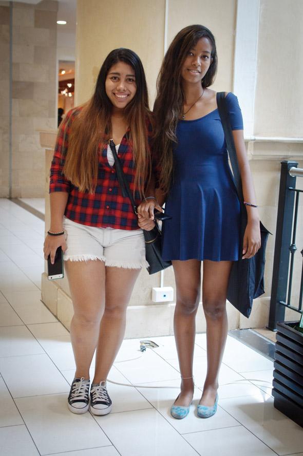 Mónica y Fabiana Rivas, 18 y 19 años, estudian arquitectura
