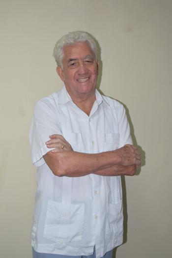 Consultorio: Centro Médico Freile, Rocafuerte 726 y Mendiburo, teléfono 256-8100