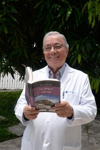 El doctor Ricardo Ortiz, autor del libro La lengua salvada.