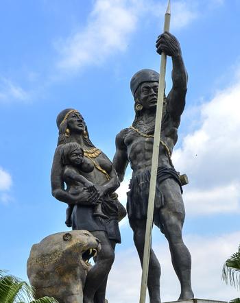 Monumento a Guayas y Quil, en la avenida Pedro Menéndez Gilbert.