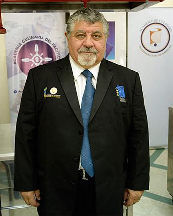 Gustavo Méndez Graciano capacita en calidad de instructor gastronómico.