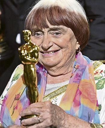 Agnès Varda y su Óscar honorífico recibido este año a sus 89 años.