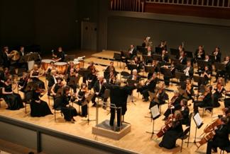 Ochenta y cinco músicos conforman la Orquesta Sinfónica de San Petersburgo.