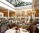 Restaurant Lasserre recrea el ambiente parisino, con aires de bistro, ofreciendo