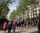 Las Ramblas es emblemático paseo de la ciudad catalana.