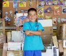 Caine, el niño que fabricó juegos con cajas de cartón.