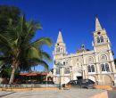 Iglesia matriz, frente al parque central de Zapotillo.