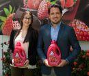 En la foto: Xavier Rea, gerente de marca de Suavitel en Ecuador, y María José Av