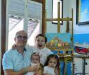Junto a sus hijos. Remigio, Victoria (en brazos) y Julia.