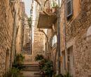 El encanto de Hvar en Croacia reside en la mezcla de estilos arquitectónicos.