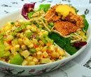 Dos ensaladas preparadas a partir de recetas de la cocina peruana.