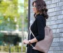 Las mochilas urbanas son parte de un look laboral.