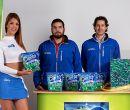 En la foto, una modelo junto a Carlos Zapata, gerente de mercadeo de Jabonería W