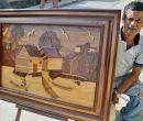 Para elaborar sus cuadros, Martínez utiliza maderas antiguas recicladas.