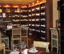Wine Bar está ubicado en Plaza Lagos Town Center, edificio Atrio, locales 3 y 4.