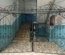Este portón pertenece al colegio Ana Paredes de Alfaro.