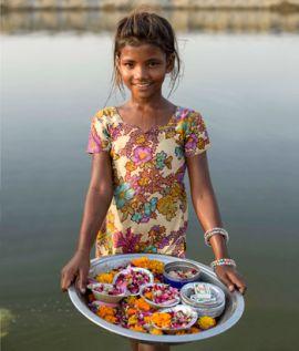 Niña hindú en Rishikesh, localidad junto al río Ganges.