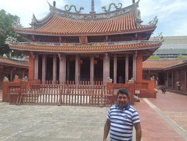 José Olmos visitó el templo de Confucio, en la ciudad de Tainán (Taiwán).