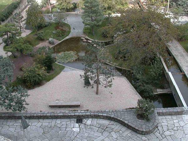 Esculturas funcionales vivienda y decoraci n la for Jardin unesco