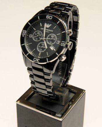 85f512a1ed20 Reloj Emporio Armani Esté siempre a tiempo con este reloj de cerámica.  Precio    400