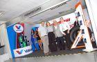 En la foto: José Anchundia, gerente comercial Dacar; Daniela Aguilar.