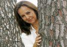 María Dueñas V. (1964), escritora española autora de El tiempo entre costuras.