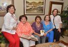El sábado pasado en una reunión informal, Las Lolitas: Martha Riofrío (i).