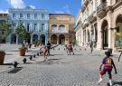 Niños durante el recreo escolar jugando en la Plaza en La Habana.