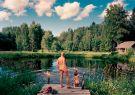 Imagen de portada del New York Times de una laguna junto al sauna en Mooska.