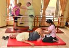 Personas con diferentes lesiones o enfermedades reciben rehabilitación en Fisios