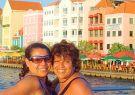 Gabriela (i) y Gina Reinoso visitaron Curazao, cuya capital, Willemstad, posee u