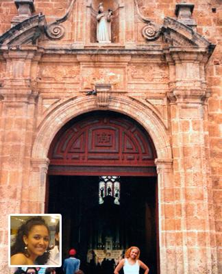Maricela Gómez en el ingreso del castillo de San Felipe.