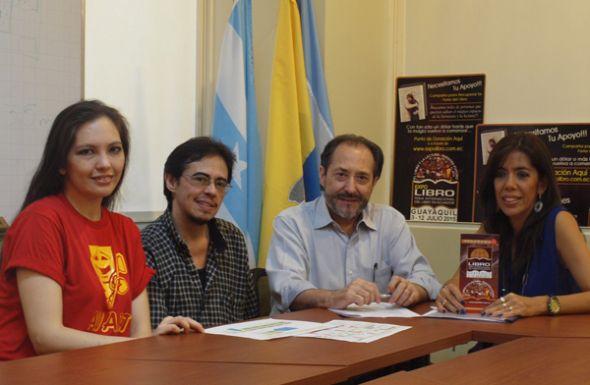 Jaime Rull (Expolibro) junto con Claudia Burga (i), Ariel Varela (ambos de Avart