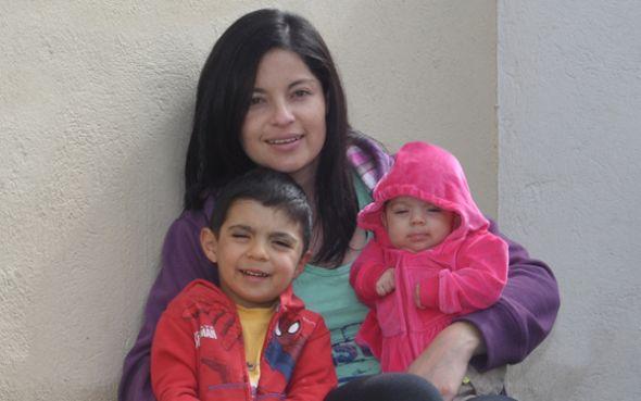 Johanna, Julieta y Joaquín, en su casa en el Valle de los Chillos.
