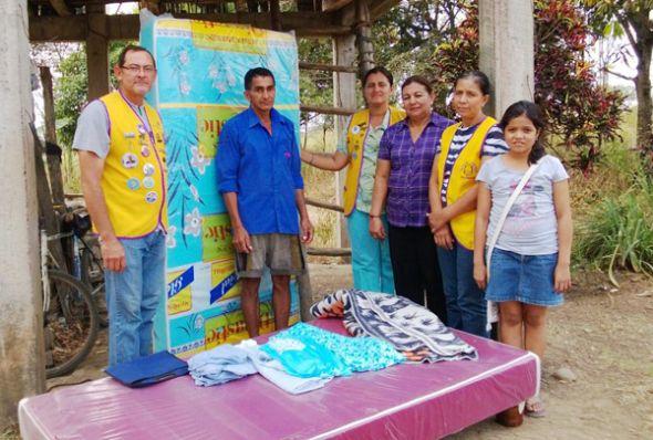 Los leones de Palenque donan ropa y colchón.