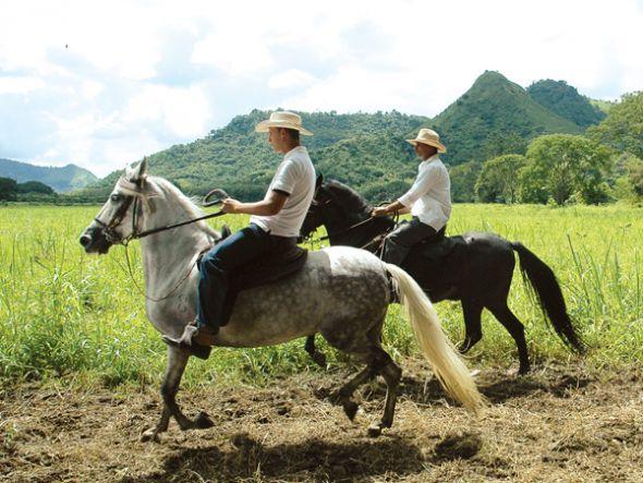 La cultura montubia galopa con orgullo y tradición en cantones como Santa Ana (c