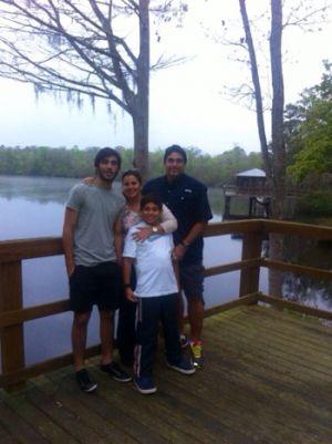 Diego Arcos, su esposa Verónica Guevara y sus hijos Rodolfo (17) y Diego Andrés.