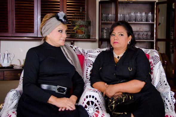 Martha Ontaneda (i) y Miriam Murillo protagonizan esta obra.