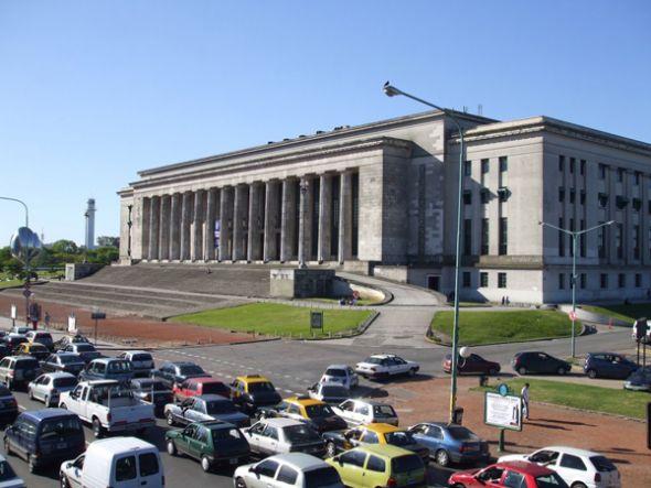 Fachada de la Facultad de Derecho de la Universidad de Buenos Aires.