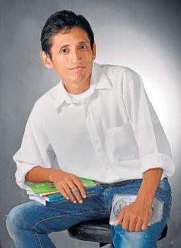 Peter Chávez, escritor