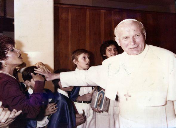 Con los niños que cantaron al papa.