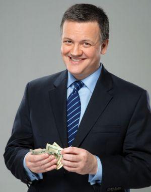 Xavier Serbiá, analista de negocios y presentador del programa CNN Dinero