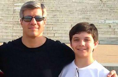 Ed Damiano junto a su hijo.