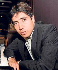 Mangfred Mora Celi, pianista.